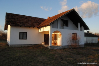 Kuća u Gračacu pored magistralnog puta - nekretnine u Vrnjačkoj Banji