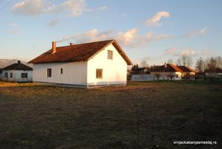 Kuća u Gračacu pored magistralnog puta -   Vrnjačka Banja Nekretnine